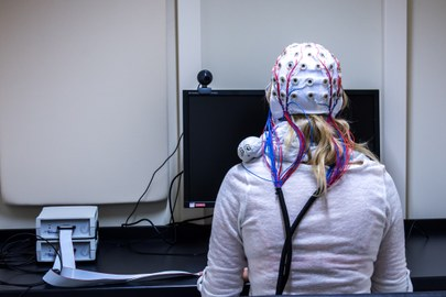 Proband in EEG Kabine