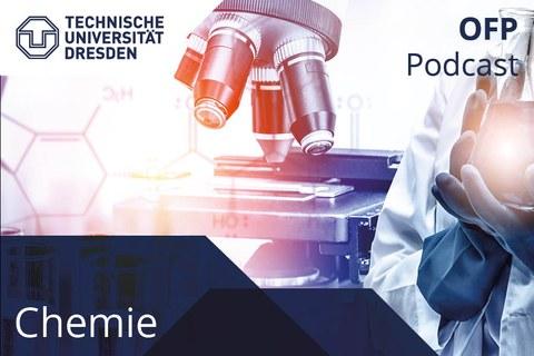 Darstellung des Covers des Chemie Podcasts. Chemische Formeln auf der linken Seite, ein Mikroskop in der Mitte, rechts hält eine Person im Kittel und mit Schutzhandschuhen und Arbeitskittel ein Reagenzglas.