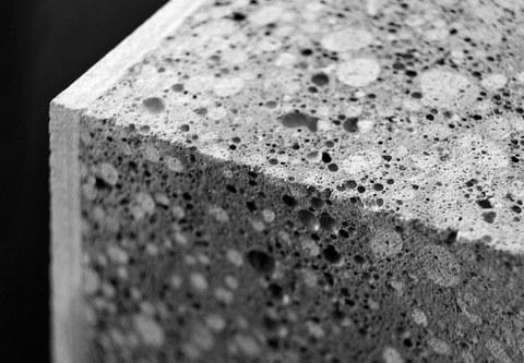 Detailaufnahme spezifischer Materialmix Hybridbeton