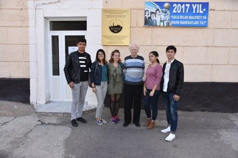 Gastdozent Prof. em. Andrey Kosinskiy mit Gattin und dem Team der Denkmaltopographie Taschkent, v.l. Ulugbek Khaitov, Durdona Kulmatova, Madina Kurbanova, Farhod Riziev
