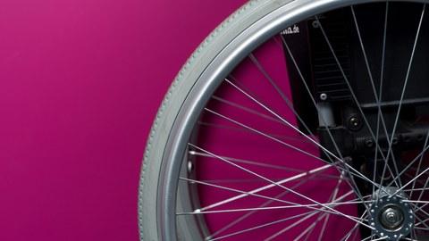Makroaufnahme eines Rollstuhls