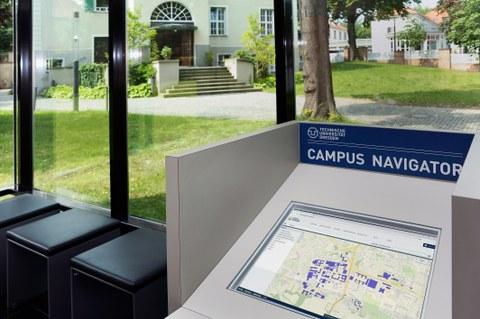 Ein PC-Terminal mit dem Campus Navigator im Informationsgebäude der TU Dresden.