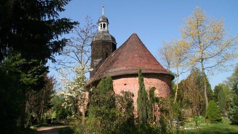 Blick auf die Kirche in Saxdorf.