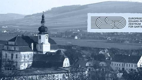 Foto zeigt Blick aus den Weinterrassen auf das Schloss Scharfeneck