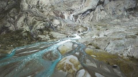 """Siegerfoto des Fotoworkshops """"Landschaft in Sicht: Alles im Fluss"""" von Max Reichenbach, Foto eines Gletscherfluss"""