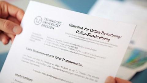 Foto eines Ausschnitts des Hinweisblattes zur Online-Bewerbung und Online-Einschreibung