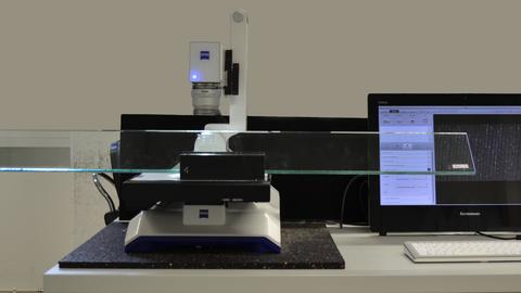 Mikrokopische Untersuchung der Glaskantenoberfläche