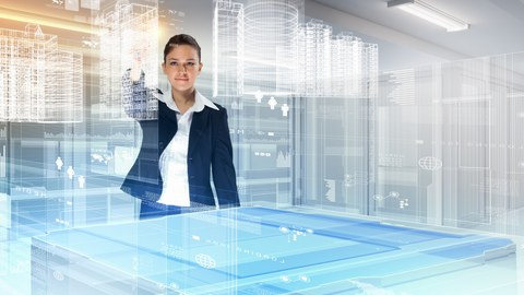 Eine Frau steht vor einem Tisch über dem Hologramme von Gebäuden sichtbar sind und dreht die Ansicht
