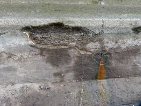 Schaden an Beton eines Wasserbauwerkes nahe Schwedt/Oder