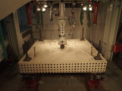 Stahlbetonplatte nach Impaktversuch - beschleunigte Konfiguration