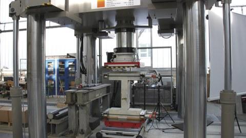 10-MN-Prüfmaschine