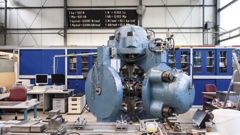Triaxialprüfmaschine