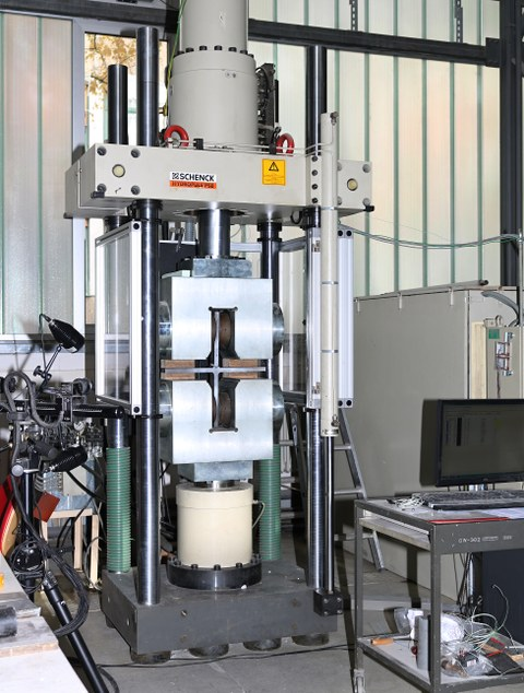 Testing machine Schenck 1000 kN