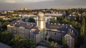 Luftaufnahme vom Beyer-Bau an der TU Dresden