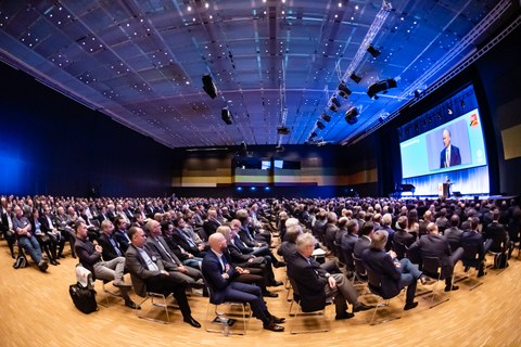 Photo shows the fully occupied event room for the opening event DEUTSCHER BAUTECHNIK - DAY 2019