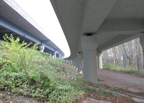 Visualisierung der Hangbrücke Würgau (rechts) neben dem Bestandsbauwerk
