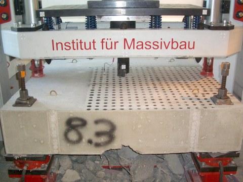 Stahlbetonplatte nach einer Impaktbelastung