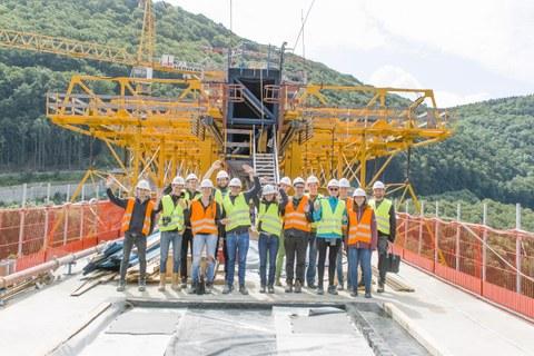 Gruppenfoto auf der Filstalbrücke vor dem Vorschubgerüst