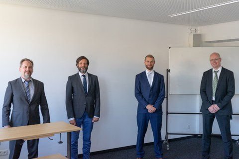 Doctoral committee and candidate: from left to right you can see Prof. Mechtcherine, Prof. Balzani, Dr.-Ing. Erik Tamsen, Prof. Löhnert