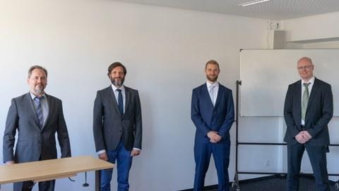 Promotionskommission und Kandidat: von links nach rechts sind zu sehen Prof. Mechtcherine, Prof. Balzani, Dr.-Ing. Erik Tamsen, Prof. Löhnert