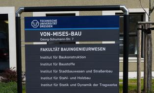 Schild Von-Mises-Bau
