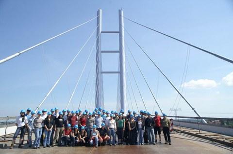 Gruppenfoto auf der Strelasundbrücke