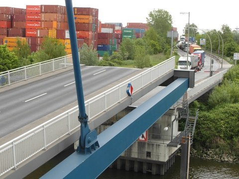 Ansicht der Reiherstieg-Klappbrücke in Hamburg