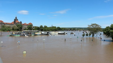 Ansicht der Staatskanzlei Dresden beim Hochwasser 2013