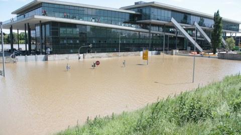 Das Dresden International Congress Center beim Hochwasser 2013
