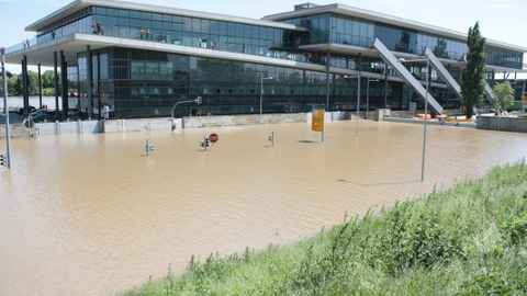 Das Dresden International Congress Center beim Hochwasser 2013