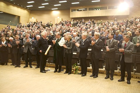 Standing Ovation für Dr.-Ing. E.h. Eberhard Burger