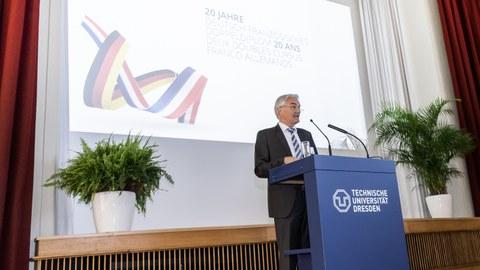 Professor Stamm, Dekan der Fakultät Bauingenieurwesen der TU Dresden