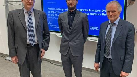 Promovend Christian Steinke mit Prof. Kaliske und Professor Wellner