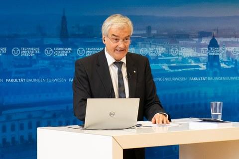 Professor Stamm eröffnet das Dresdner Wasserbaukolloquium 2021