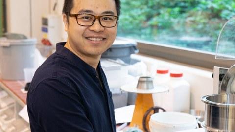 Dr. Lei Wang im Alfred-Hütter-Labor für Baustoffe