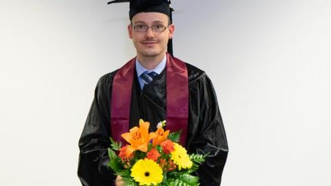Enrico Wölfel mit Blumen