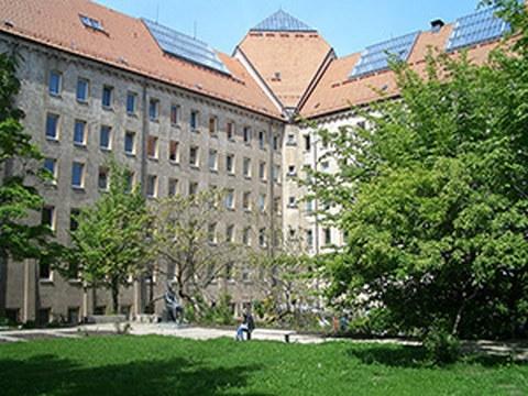 Der Hülsse-Bau der TU Dresden an der Helmholtzstraße