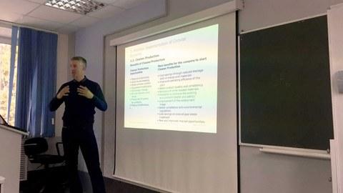Dr. Wünsch ist Gastdozent an der Universität in Perm