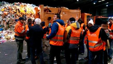 Teilnehmer in einer Müllverarbeitungsanlage