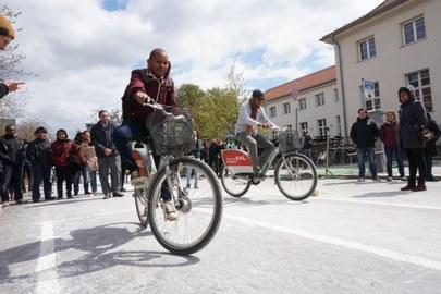 Teilnehmer während der Fahrradexkursion