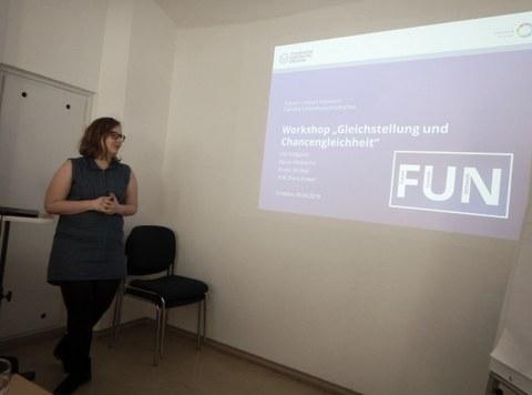 Nicole beim Vortrag