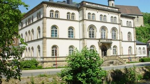 Hauptgebäude, Pienner Str. 8