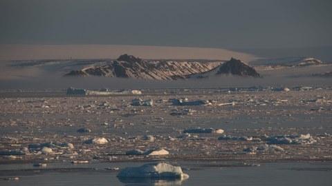 Blick von der Polarstern auf das antarktische Festland