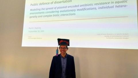 Martin Zwanzig bei der öffentlichen Verteidigung seiner Doktorarbeit