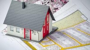 Modellhaus steht auf einem Bebauungsplan