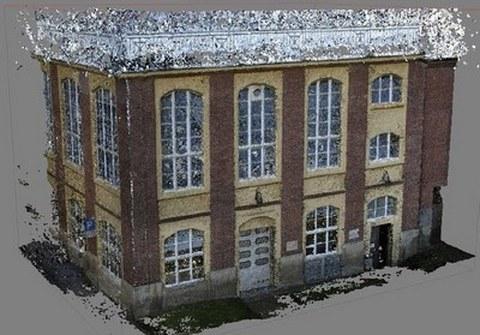 Abb. 1: mit PhotoScan erstellte dichte Punktwolke eines Gebäudes
