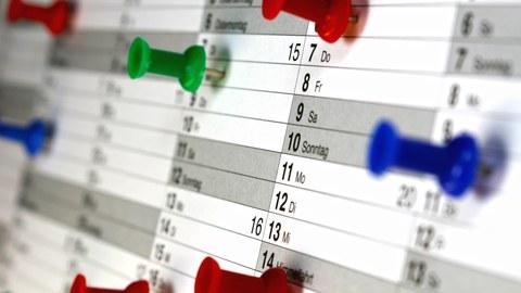 Wandkalender mit Terminmarkern