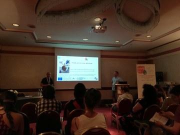M. Buric hält einen Vortrag zu ersten Projektergebnissen vor anderen Konferenzteilnehmern