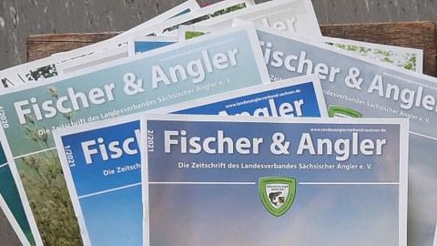 """Stapel aus Verbandszeitschriften """"Fischer&Angler"""""""