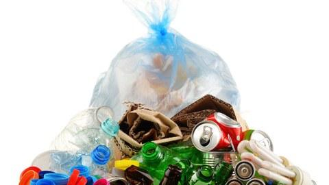 Müllbeutel und Umgebung